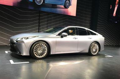 Toyota представила леворульную версию водородомобиля Mirai второго поколения