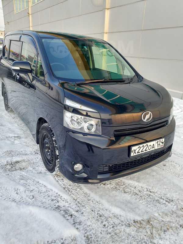 Toyota Voxy, 2009 год, 788 000 руб.