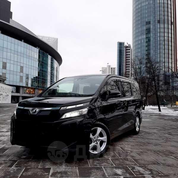 Toyota Voxy, 2017 год, 1 345 000 руб.