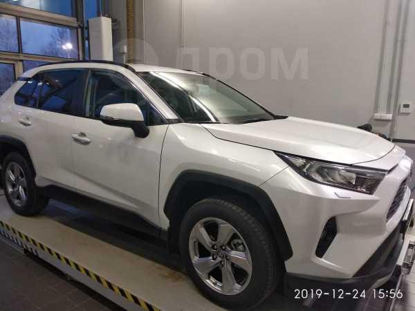 Toyota RAV4, 2019 год, 2 120 000 руб.
