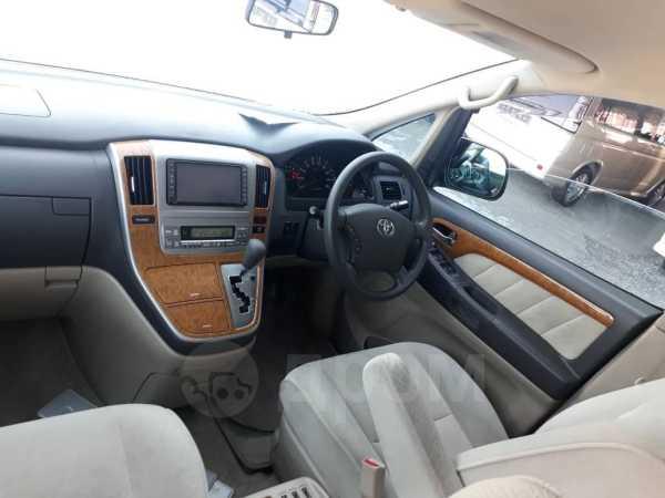 Toyota Alphard, 2002 год, 725 000 руб.