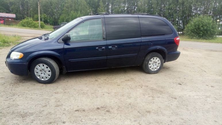 Chrysler Town&Country, 2004 год, 300 000 руб.