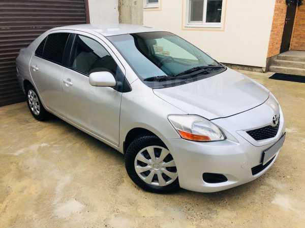 Toyota Yaris, 2011 год, 527 000 руб.