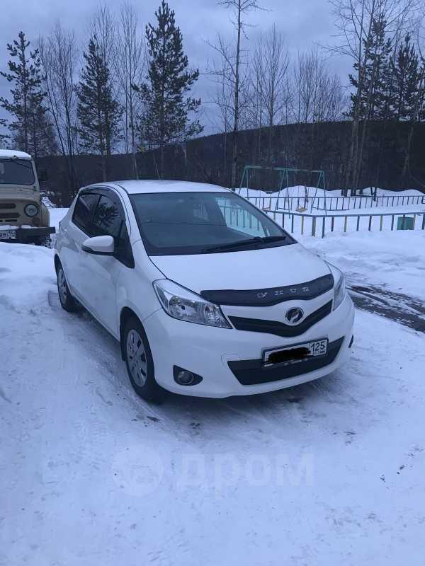 Toyota Vitz, 2011 год, 395 000 руб.