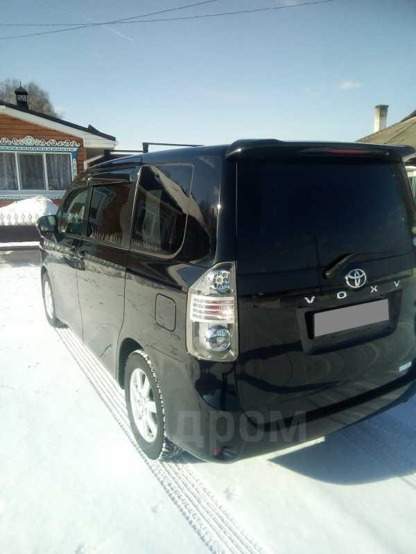 Toyota Voxy, 2009 год, 900 000 руб.