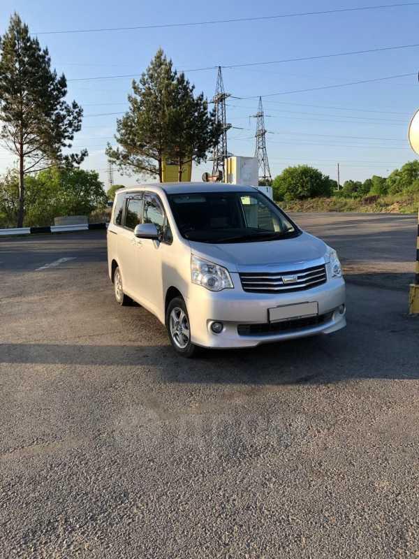Toyota Noah, 2010 год, 750 000 руб.