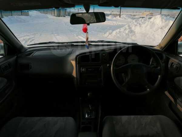 Nissan Avenir Salut, 1998 год, 185 000 руб.