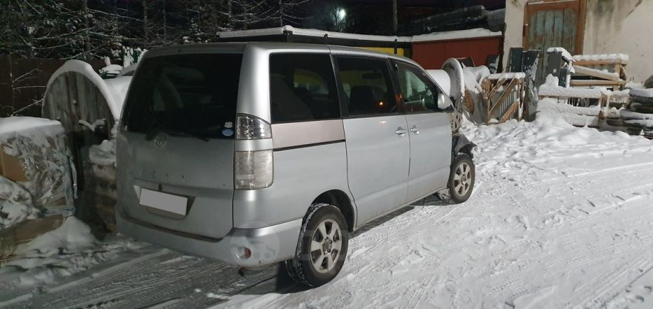 Toyota Voxy, 2005 год, 350 000 руб.