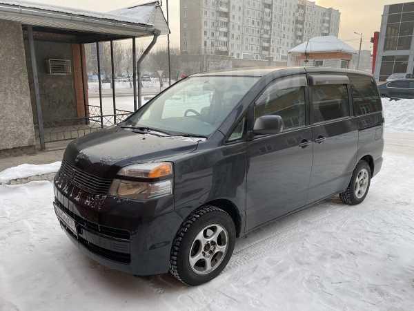 Toyota Voxy, 2001 год, 485 000 руб.