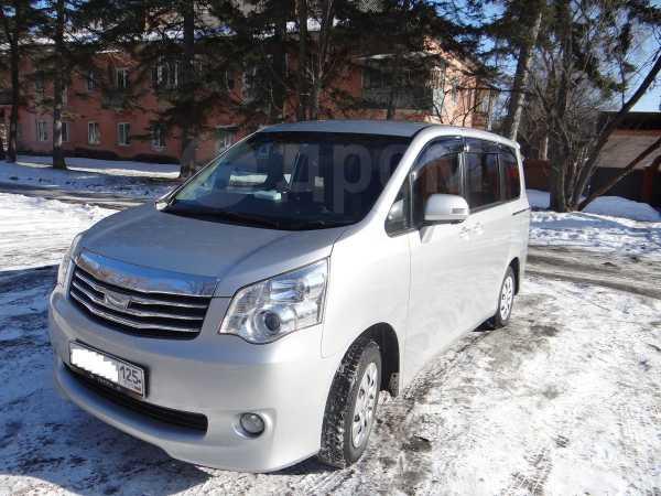 Toyota Noah, 2011 год, 888 000 руб.