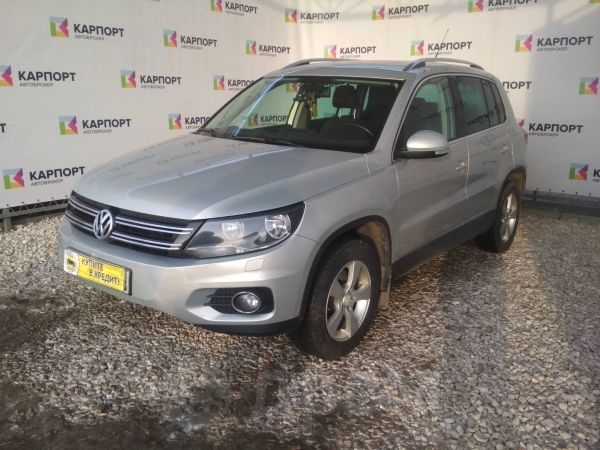 Volkswagen Tiguan, 2011 год, 884 000 руб.