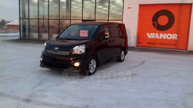 Toyota Voxy, 2011 год, 1 150 000 руб.