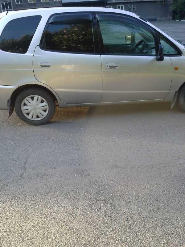 Toyota Corolla Spacio, 2000 год, 260 000 руб.