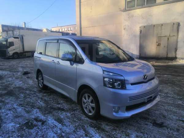 Toyota Voxy, 2009 год, 320 000 руб.