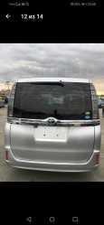Toyota Voxy, 2014 год, 1 299 000 руб.