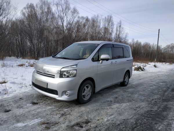 Toyota Voxy, 2007 год, 710 000 руб.