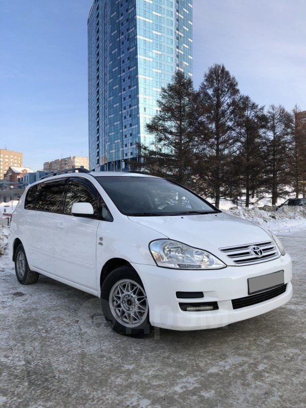 Toyota Avensis Verso, 2004 год, 400 000 руб.