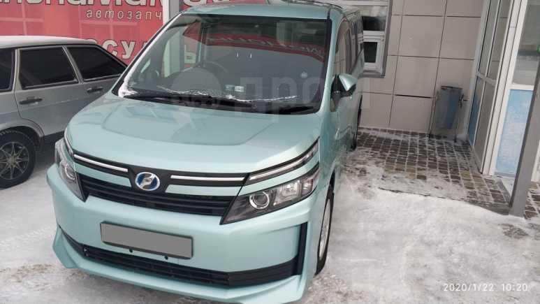 Toyota Voxy, 2014 год, 1 370 000 руб.