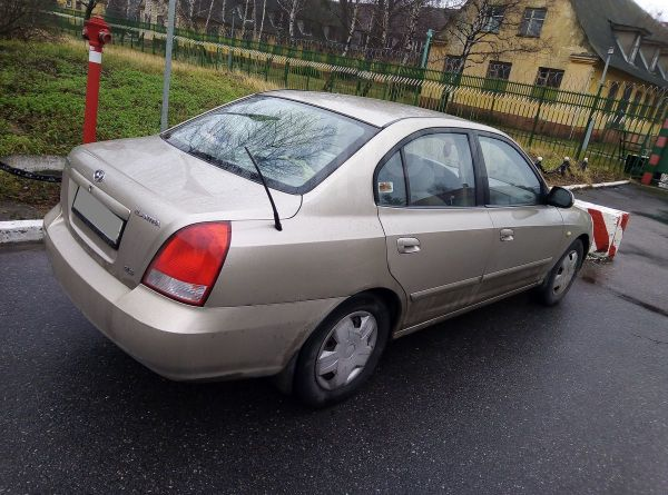 Hyundai Elantra, 2001 год, 165 000 руб.