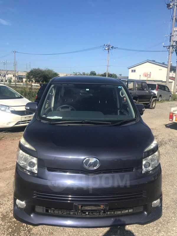 Toyota Voxy, 2008 год, 379 000 руб.