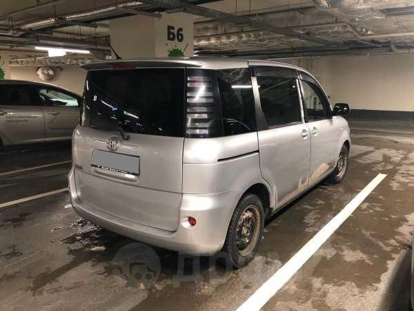 Toyota Sienta, 2003 год, 258 000 руб.