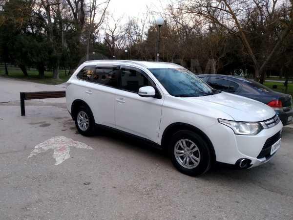 Mitsubishi Outlander, 2014 год, 1 000 000 руб.