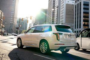 Cadillac вывел на российский рынок люксовый кроссовер XT6: дешевле BMW X5 и Audi Q7