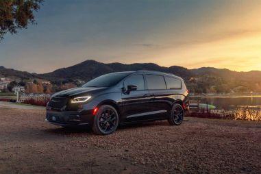 Представлен обновленный минивэн Chrysler Pacifica: 12 USB-розеток, кожа Nappa, мощный V6 под капотом