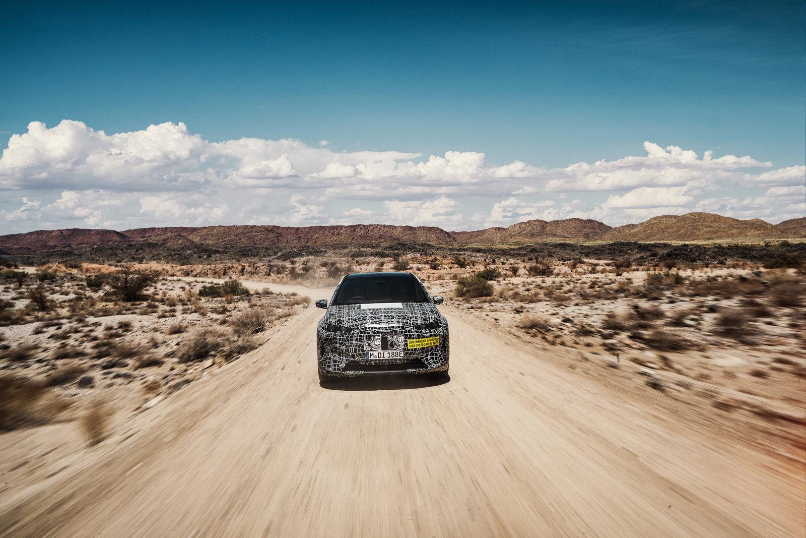 BMW проверила надежность электрического кроссовера iNext жарой и песком
