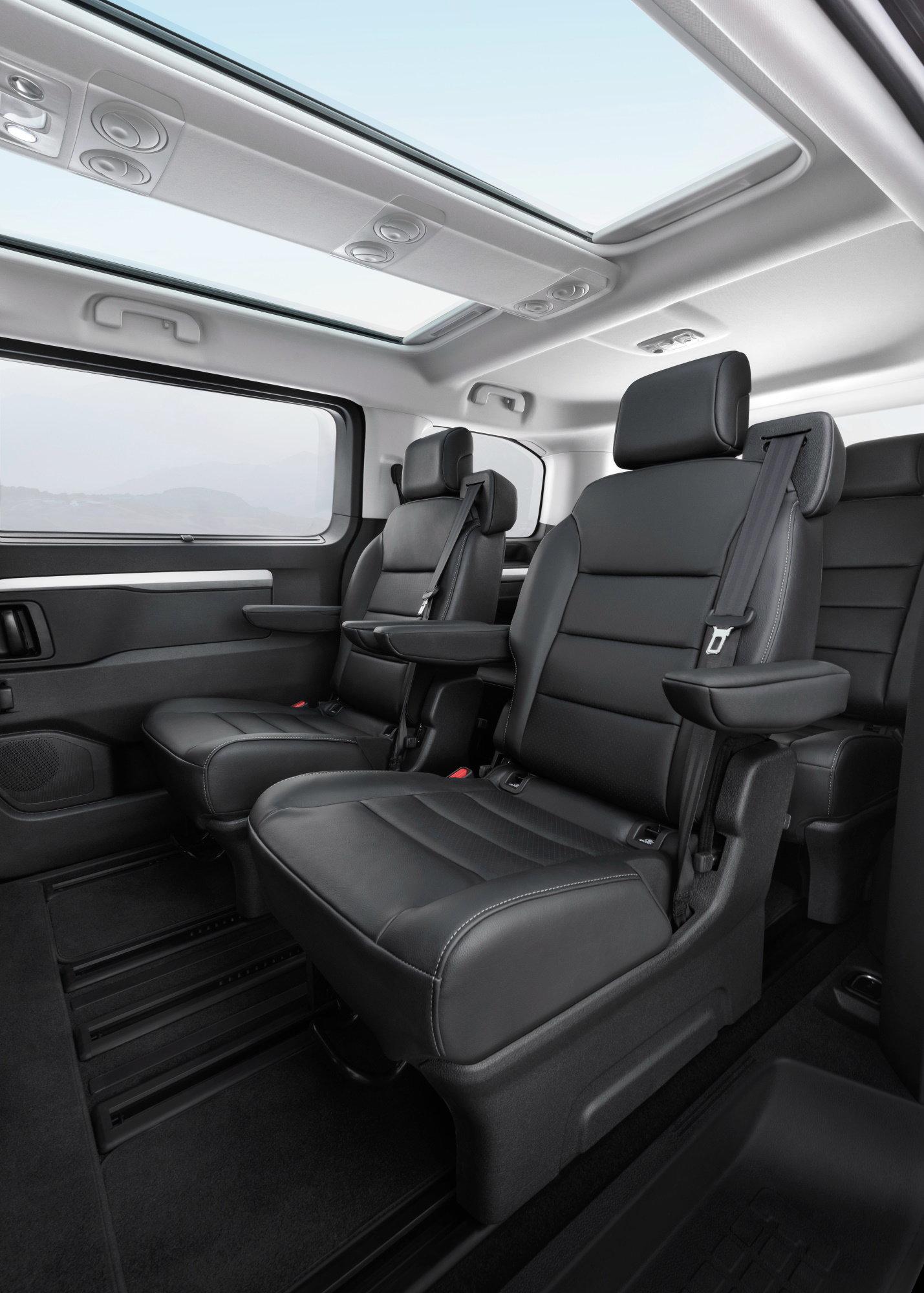 Микроавтобус Opel Zafira Life подешевел в России