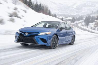 Первый тест Toyota Camry с полным приводом. Нам оно надо?