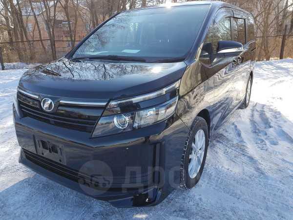 Toyota Voxy, 2014 год, 1 087 000 руб.