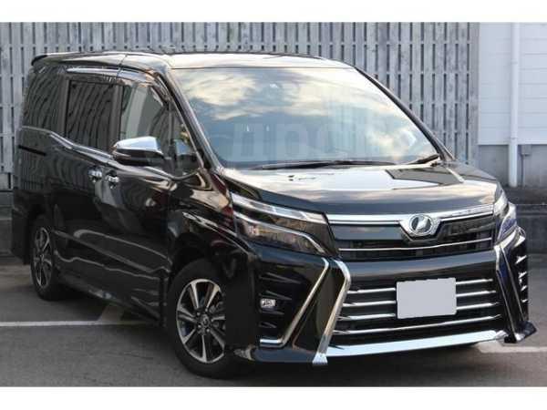 Toyota Voxy, 2017 год, 1 090 000 руб.