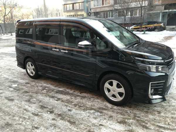 Toyota Voxy, 2016 год, 1 190 000 руб.