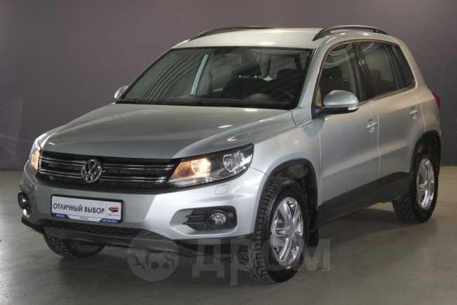 Volkswagen Tiguan, 2015 год, 977 000 руб.