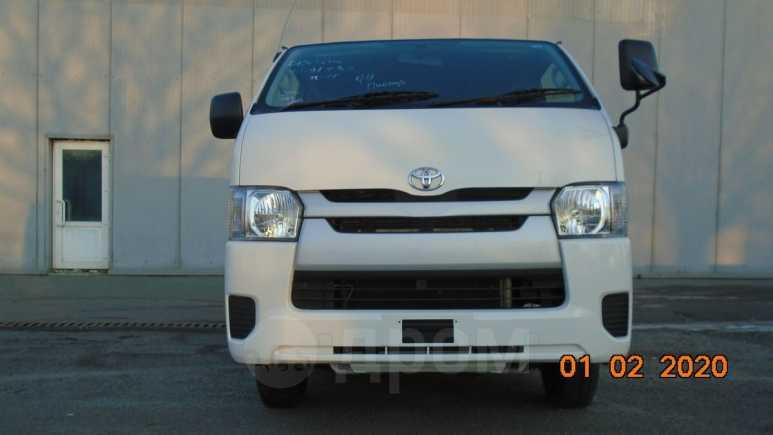 Toyota Hiace, 2015 год, 1 390 000 руб.