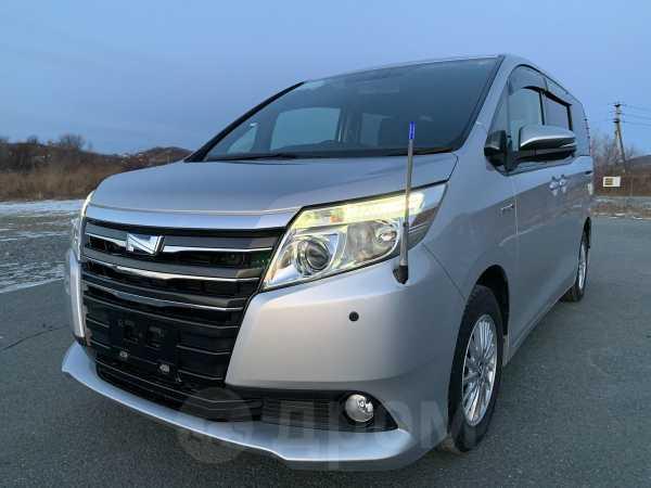 Toyota Noah, 2014 год, 990 000 руб.