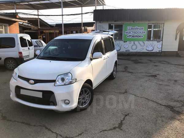 Toyota Sienta, 2012 год, 630 000 руб.