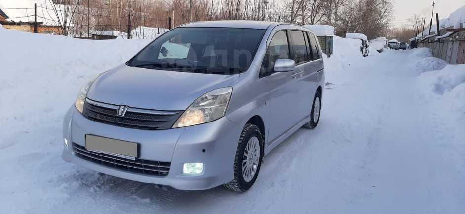 Toyota Isis, 2004 год, 515 000 руб.