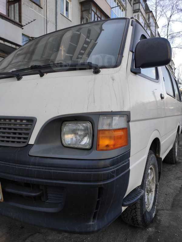 Toyota Hiace, 2003 год, 399 000 руб.