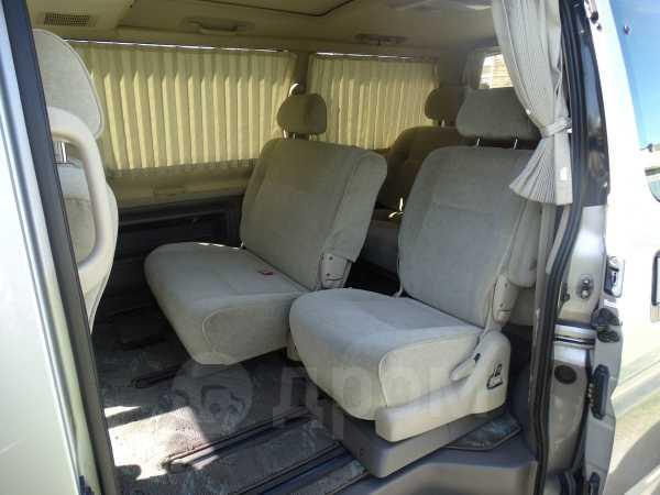 Toyota Grand Hiace, 2002 год, 390 000 руб.