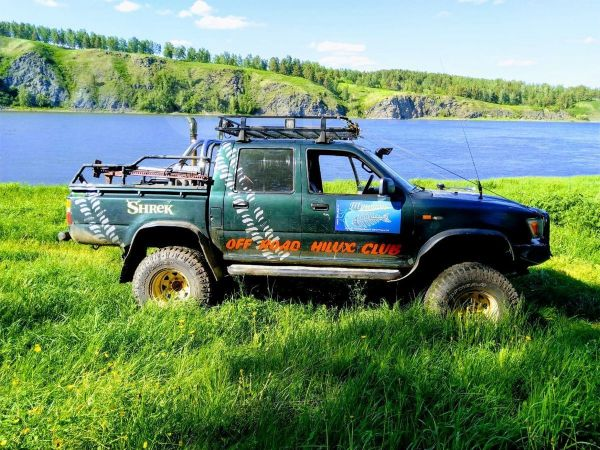 Toyota Hilux Pick Up, 1989 год, 699 000 руб.