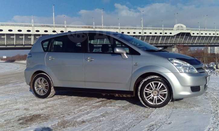 Toyota Corolla Verso, 2005 год, 449 000 руб.