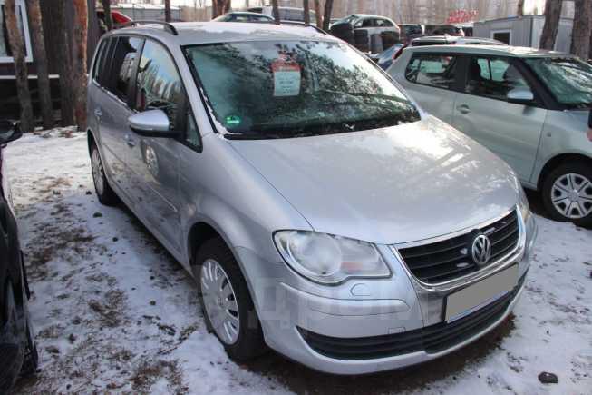 Volkswagen Touran, 2010 год, 605 000 руб.