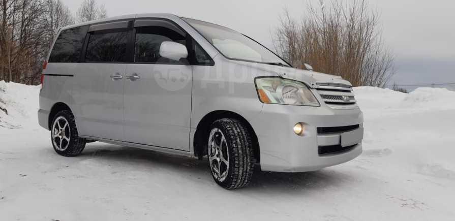 Toyota Noah, 2005 год, 678 000 руб.