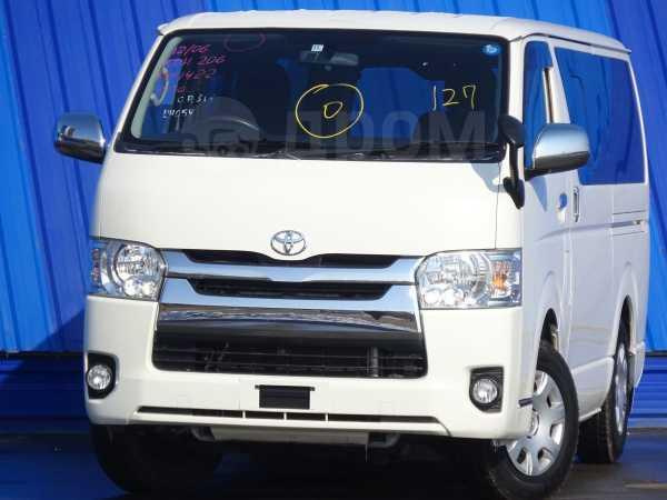 Toyota Hiace, 2015 год, 1 800 000 руб.