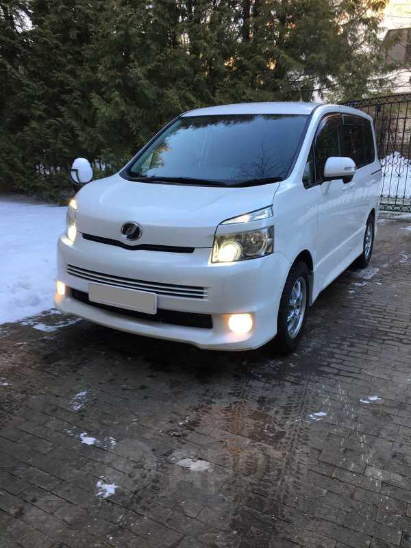 Toyota Voxy, 2009 год, 850 000 руб.