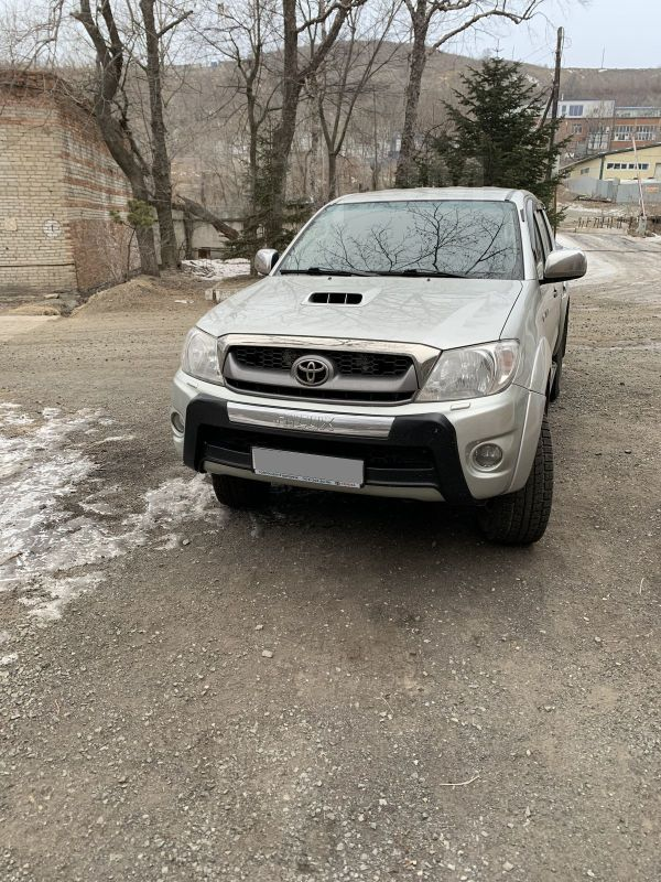 Toyota Hilux Pick Up, 2011 год, 1 130 000 руб.