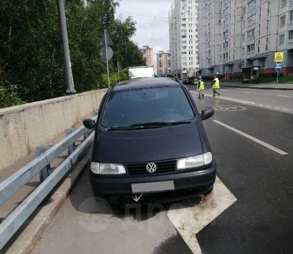 Volkswagen Sharan, 1998 год, 118 000 руб.