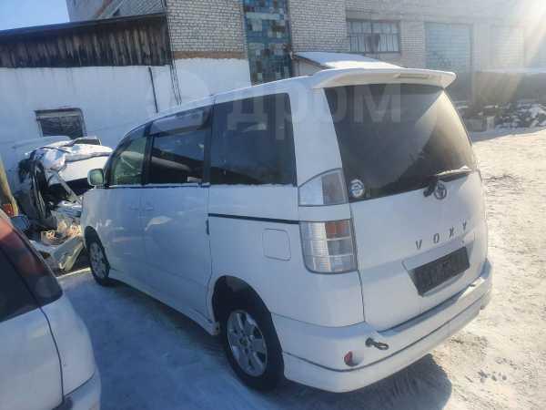 Toyota Voxy, 2002 год, 245 000 руб.
